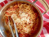 10-Minute Tomato and Garlic Whole Wheat Spaghetti