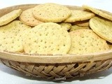Whole wheat crackers with carom and fenugreek