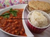 Chick pea curry, rice and naan bread