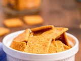 Keto Smoked Cheddar Crackers (Cheez-Its)
