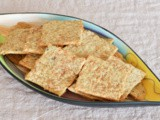 Sourdough whole-wheat cheese crackers / cracker integrali al formaggio