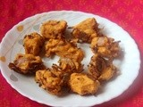 Crispy onion pakodas/pakoras or kanda bhaji or onion fritters recipe
