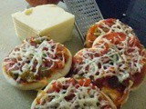 Kids special - tomato, onion & capsicum mini pizza