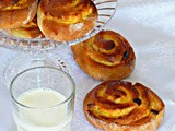 Koffiebroodjes/Buns with Cream/Булочки с Кремом