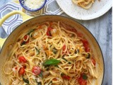 One Pot Spicy Cherry Tomato & Basil Pasta