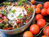 Baked spaghetti with peppers and eggs
