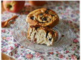 Chiocciole a lievitazione naturale alle mele, mandorle e mirtilli – Sourdough apple, almond and blueberry rolls
