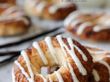 Voskos Greek Yogurt Cinnamon Roll Donuts