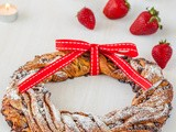 12 Treats of Christmas: Strawberry & Chocolate Chip Christmas Wreath