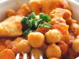 Chicken & chickpeas in a spicy tomato sauce