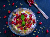 5 Minutes Honey and Pomegranate Breakfast Parfait