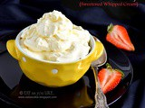 Cre'me de chantilly/ sweetened whipped cream