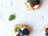 Let´s Celebrate: Mini Beeren Pavlovas {zuckerfrei}