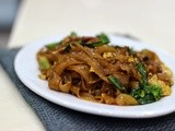 Pad See Ew ( Thai Stir Fried Flat Noodles )