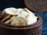Eggless Onion and Poppy Seeds Cracker