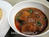 Hot and Spicy Indian Chicken Curry in Tomato Gravy