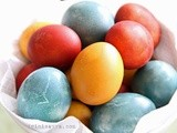 Colouring Easter eggs the natural way