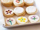 How to paint Spring flowers on cookies with natural food coloring