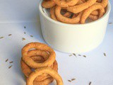 Ring Murukku (Fried Rice Flour Rings)