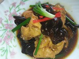 Stir fry chicken with black fungus
