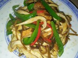 Stir fry erngyii mushrooms with capsicum