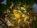 Thai fried flat noodles with chicken