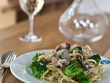 Linguini with broccoli and clams