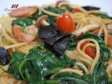 Black Garlic Spaghetti with Cheese Sausage ( 黑蒜芝士香肠意粉 )