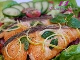 Healthy Pan-seared Salmon Salad with Himalayan Crystal Salt