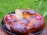 Greek easter bread: tsoureki