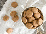 Kruidnoten – Dutch tiny cookies