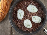 Oeufs en meurette – poached eggs in red wine sauce