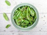 Stir-fried snow peas with garlic and ginger