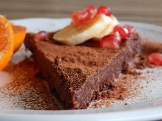 Cacao tart with honey and nuts