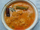 Chemmeen manga muringakka curry / Prawn with raw mango and drumstick