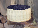 Torta con glassa allo yogurt e mirtilli| Blueberry cardamom cake with Greek yogurt frosting