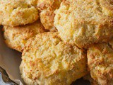 Cheddar Cheese Biscuits with Yogurt and Almond Flour (Low-Carb)