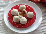 Madhura Kozhukatta / Steamed Rice Dumplings With Coconut - Jaggery Filling