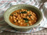 Vella Kadala / White Chickpeas Masala Curry
