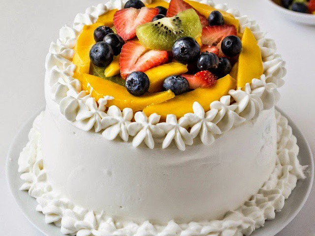 vanilla-sponge-cake-with-whipped-cream-frosting-and-fresh-fruits ...
