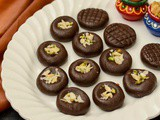 Chocolate Peda Recipe | Chocolate Condensed Milk Peda | Milk Powder Choco Peda - Quick Diwali Sweet Recipe