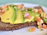 Avocado toast – rye toast with tomato salsa
