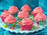 Vanilla Bean Cupcakes w/ Fresh Strawberry Icing
