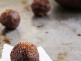 Healthy Chocolate Protein Bites (Vegan)