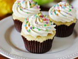 The best Vanilla Cupcakes + the best Vanilla Frosting