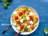Italian Caprese Pasta (Only 5 Ingredients!)