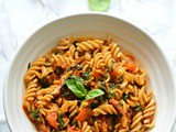 Roasted tomato, spinach & basil pasta – Under 15 minutes meal
