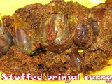 Stuffed egg plant / brinjal curry i Badanekai Ennegai recipe