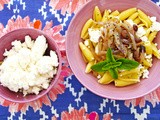 Caramelized onion and white cheese pasta - Ζυμαρικά με ξυνομυζήθρα και καραμελωμένα κρεμμύδια