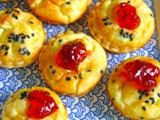 Mini tartelletes with feta cream and damson cheese - Ταρτάκια με κρέμα φέτας και παστα δαμάσκηνου
